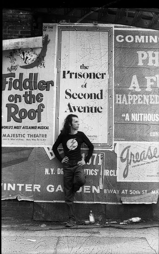 Hélio Oiticica in front of a poster for the play Prisoner of Second Avenue, in Midtown Manhattan, 1972. © César and Claudio Oiticica